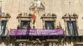 El Ayuntamiento de Alicante se suma a la campaña contra la explotación sexual de mujeres, niñas y niños