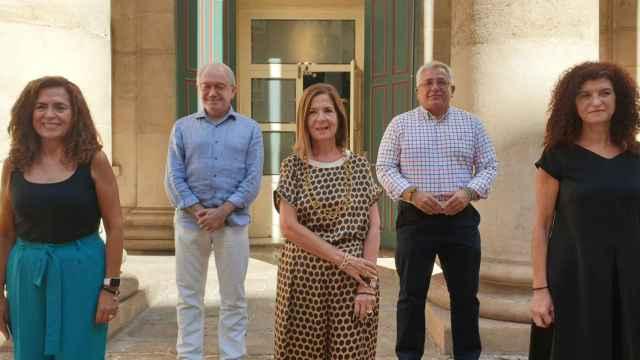 Los representantes de los tres propietarios del Teatro Principal de Alicante en la reciente presentación de su programación.