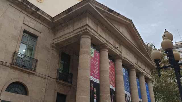Ayuntamiento y Generalitat se disputan la propiedad del Teatro Principal de Alicante.