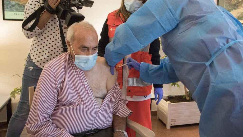 José Rodríguez, primer vacunado con la tercera dosis de Salamanca