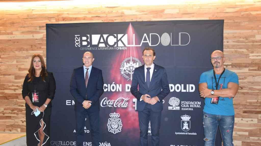 Dolores Redondo, Moisés Rodríguez, Conrado Íscar y César Pérez Gellida momentos antes de inaugurar 'Blacklladolid'