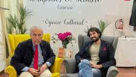 Luis Alberto de Cuenca y Daniel Ramírez, en la librería Amapolas en octubre.