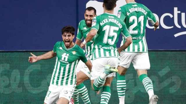 El Betis celebra su gol ante Osasuna