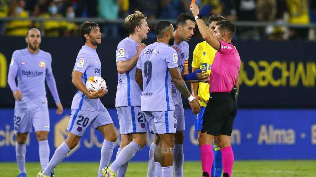 Momento de la expulsión de De Jong en el Cádiz - Barça