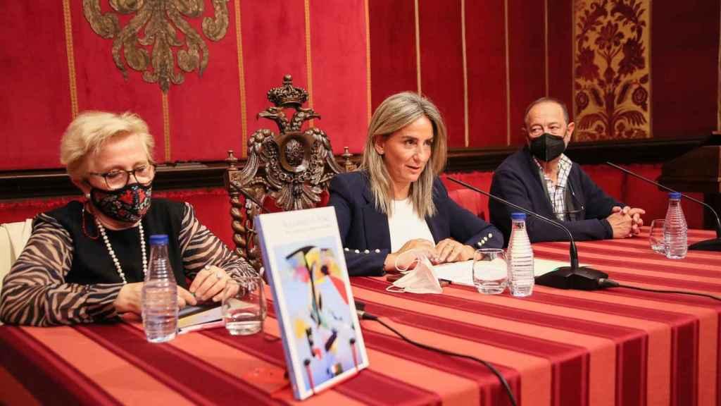Milagros Tolón presenta el libro 'Buscando el tono' de los toledanos María Antonio Ricas y Eduardo Sánchez-Beato