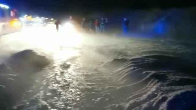 El granizo dejó medio metro de hielo en la carretera de entrada a Burguillos de Toledo.