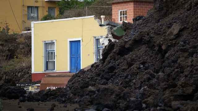 Una vivienda engullida por la colada de lava, en Todoque (municipio de Los Llanos, La Palma).