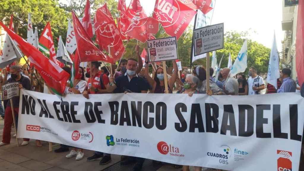 Concentración contra el ERE de Sabadell.