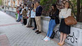 Voluntarios de 40 días por la vida frente a la clínica Dator de Madrid.