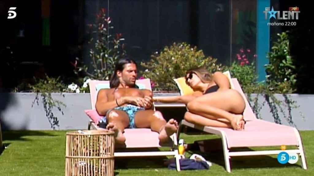 Luca Onestini tonteando con Cristina Porta en 'Secret Story'.