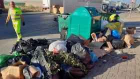 La basura se acumula en el Polígono de Cabanillas del Campo