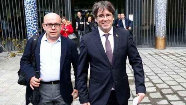 Carles Puigdemont junto a su abogado, Gonzalo Boye, en una imagen de archivo. Efe