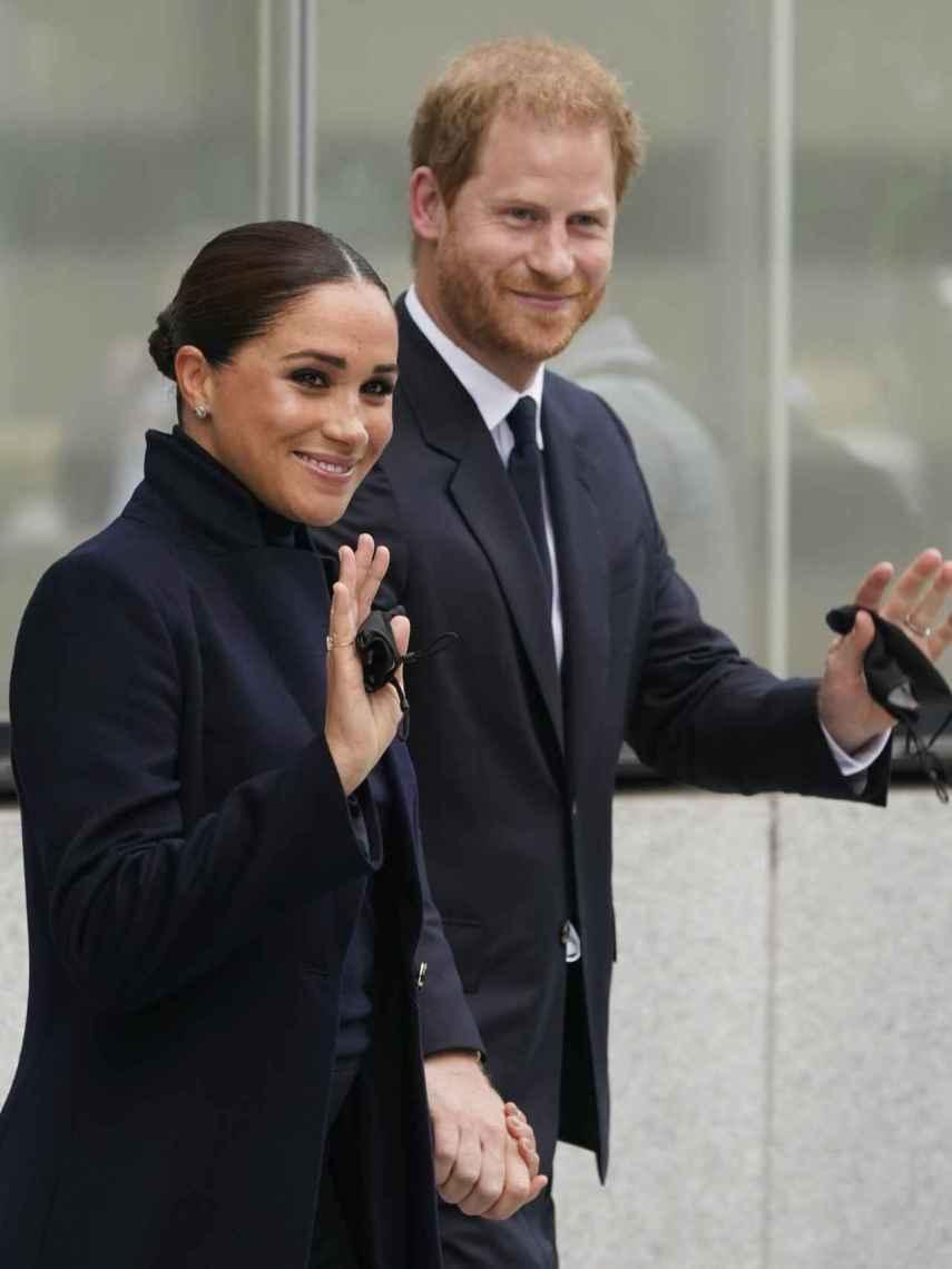 Meghan y Harry, saludando a los neoyorquinos.