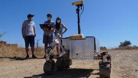 Ingenieros de la UMA experimentan con un vehículo de la Agencia Espacial Europea.