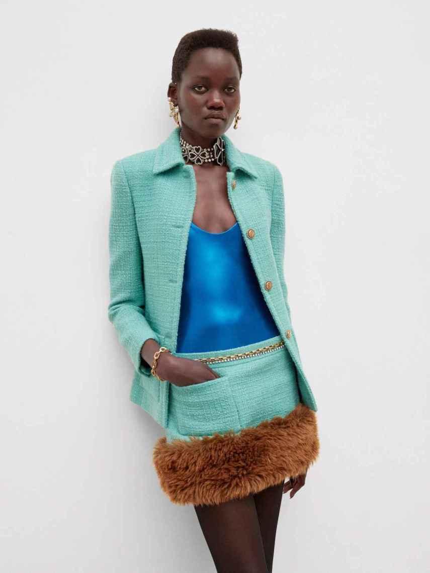 Modelo con diseño de Saint Laurent.