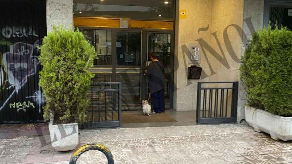 La actriz entrando en su casa de Víctor de la Serna tras su paseo del pasado jueves.