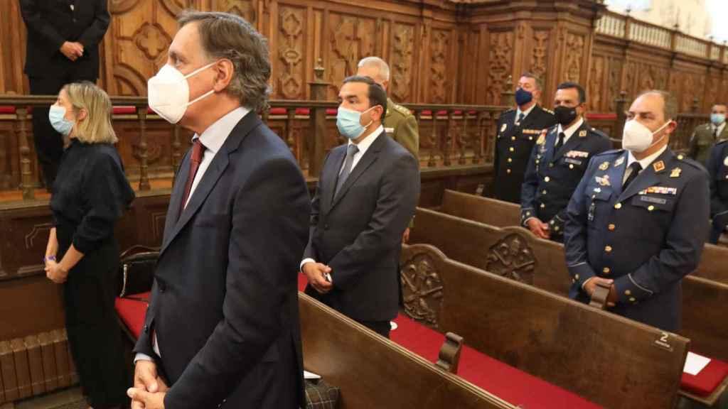 El alcalde de Salamanca, junto a otras autoridades, en el Aula Magna de la Upsa