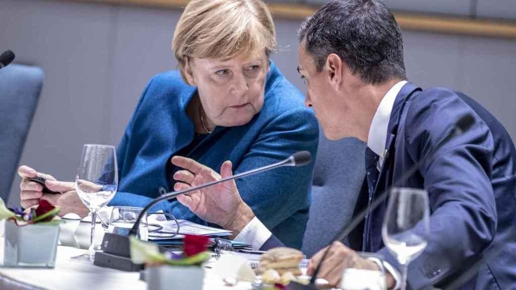Angela Merkel talks with Pedro Sánchez during the 2018 summit