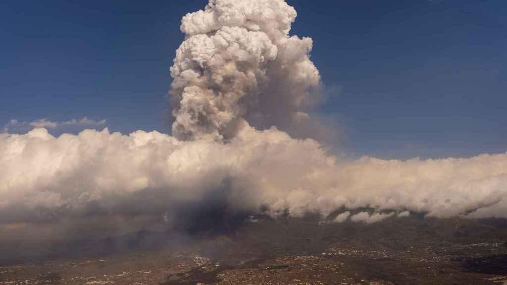 La nube de ceniza del volcán de La Palma.