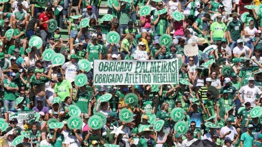 La afición del Chapecoense agradece los apoyos