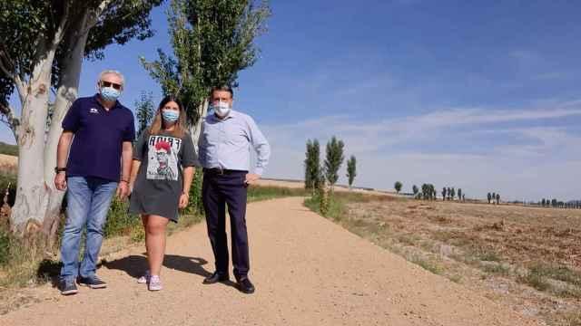 Noelia Mato y Francisco Ferreria en el sendero verde