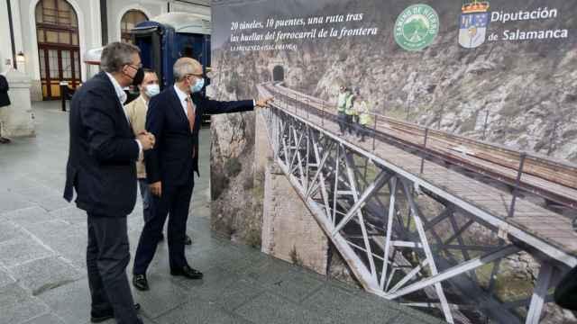 El presidente de la Diputación de Salamanca, Javier Iglesias, presenta el proyecto turístico 'Camino de Hierro'
