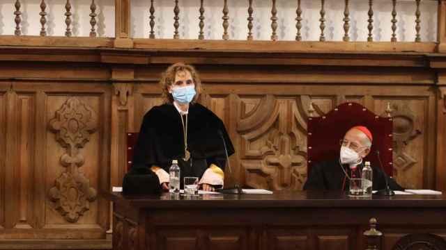 La rectora de la Upsa, Mirian Cortés, junto al arzobispo Raúl Blázquez