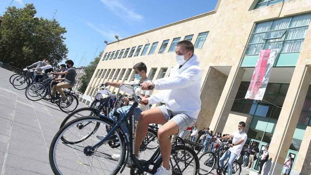 Estudiantes participando en una de las actividades programadas en el Campus de Valladolid en la Semana del Deporte
