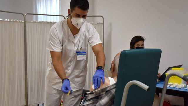 Vacunaciones de la tercera dosis en residencias en Los Tres Árboles de Zamora