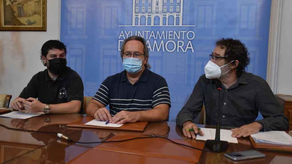 El concejal de Hacienda, Diego Bernardo; el alcalde de Zamora, Francisco Guarido y el teniente del alcalde, Miguel Ángel Viñas