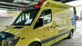 Imagen de una ambulancia en un centro sanitario