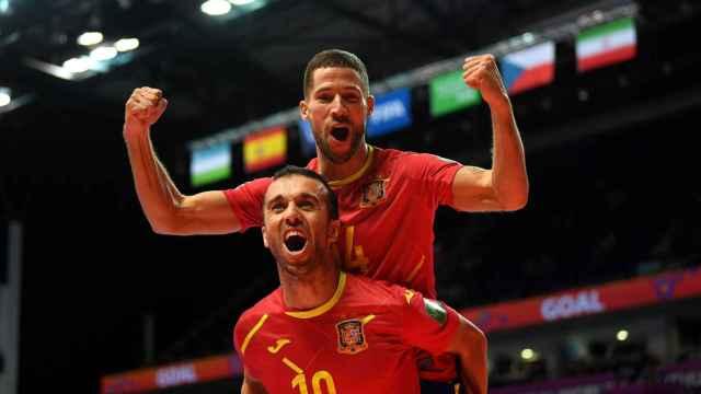 España celebra su gol ante República Checa