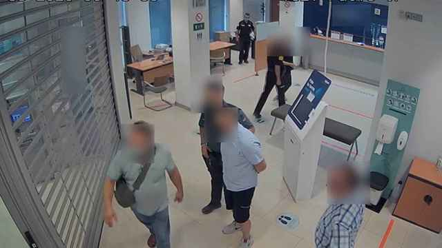Un guardia civil de paisano frustra que dos 'cogoteros' roben de 170.000 euros en Almansa