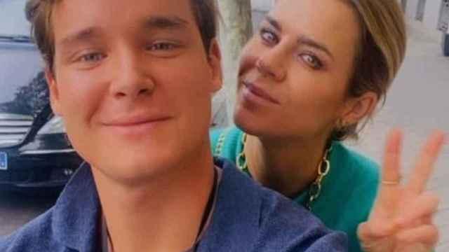 Imágenes del Día de CLM: Amelia Bono se retrata con el exnovio de su hermano