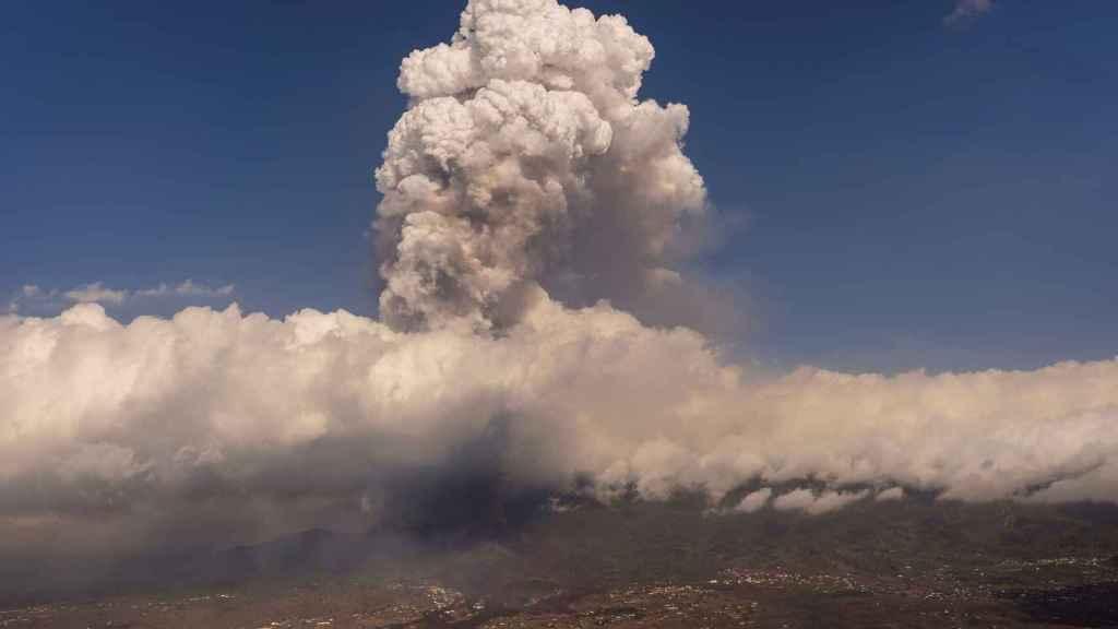 La nube de ceniza del volcán de La Palma el pasado viernes.