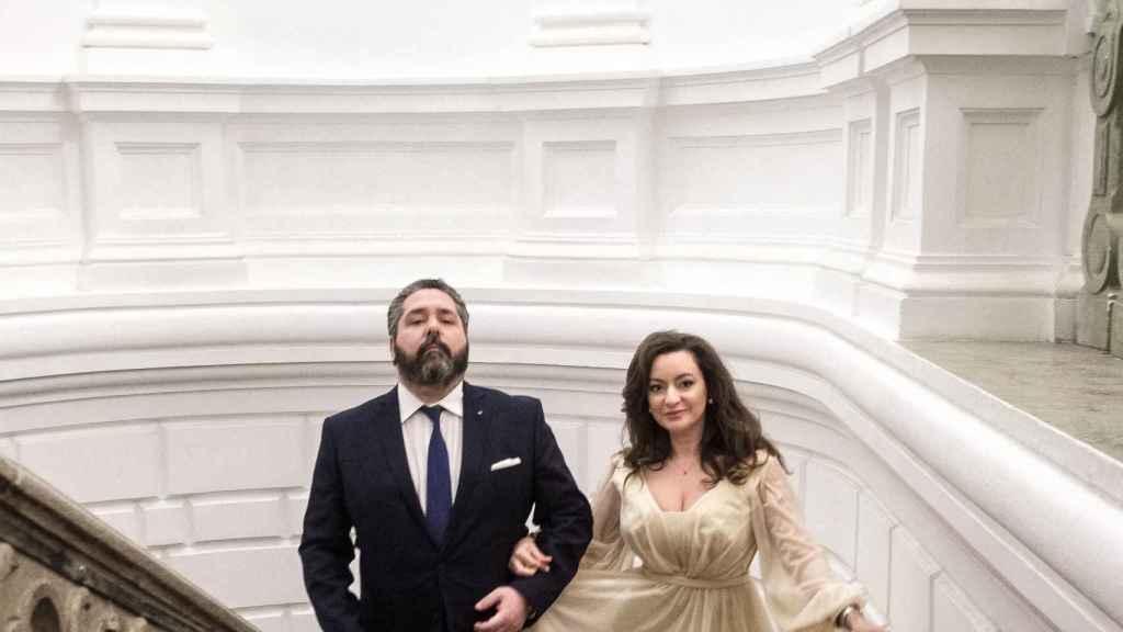 El heredero ruso y la escritora se han casado en el ayuntamiento de San Petersburgo.