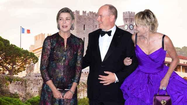 Carolina de Mónaco, el príncipe Alberto y Sharon Stone, frente al Palacio del Príncipe.