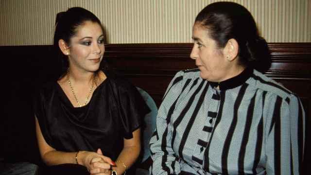 Isabel Pantoja junto a su madre, Ana Martín, en una imagen de archivo.
