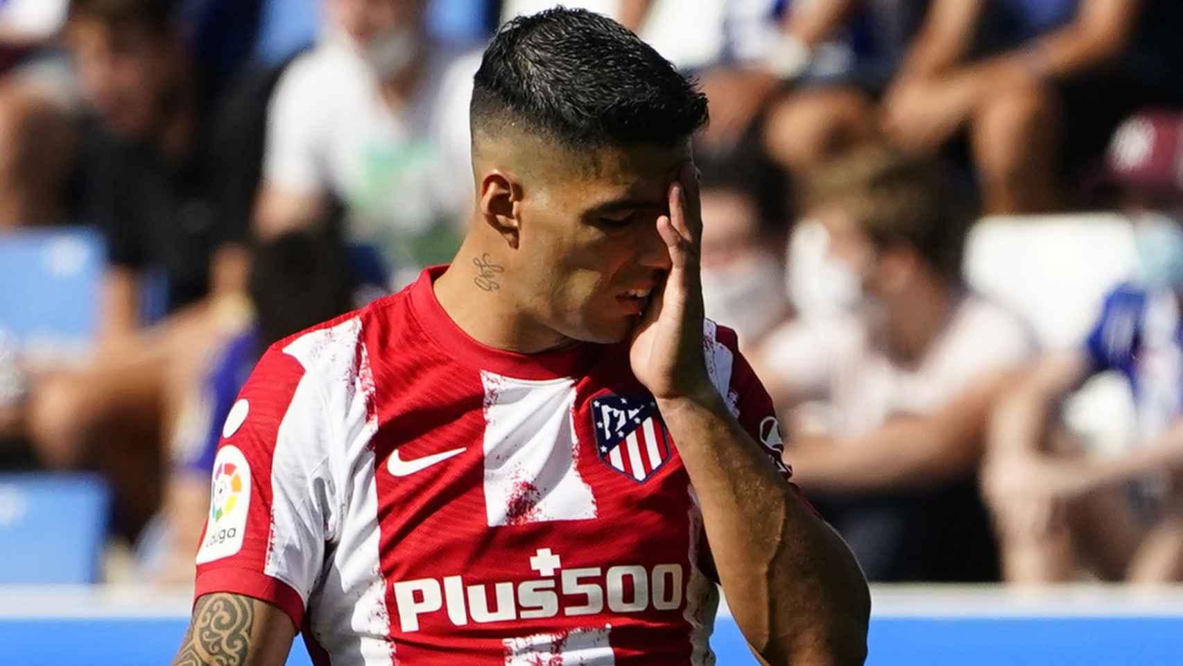 Luis Suárez se lamenta por una ocasión fallada