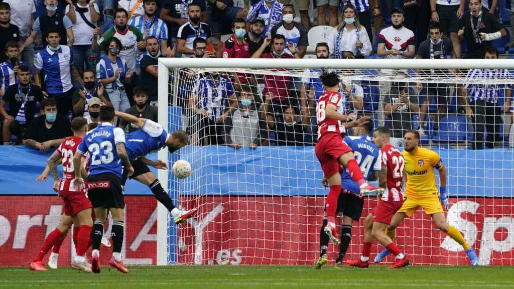 Cabezazo de Laguardia para hacer el 1-0 en el Alavés - Atlético de Madrid