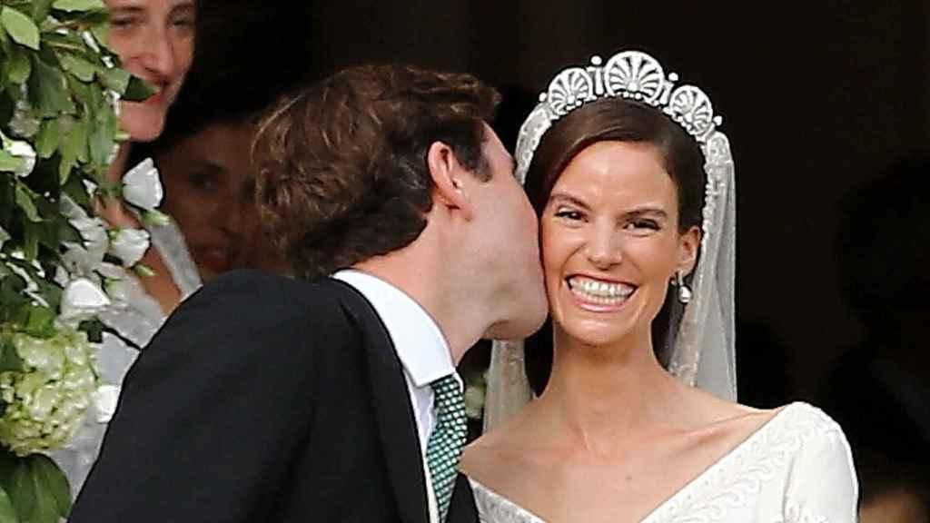 El beso a la salida de la catedral ha emocionado a la novia.