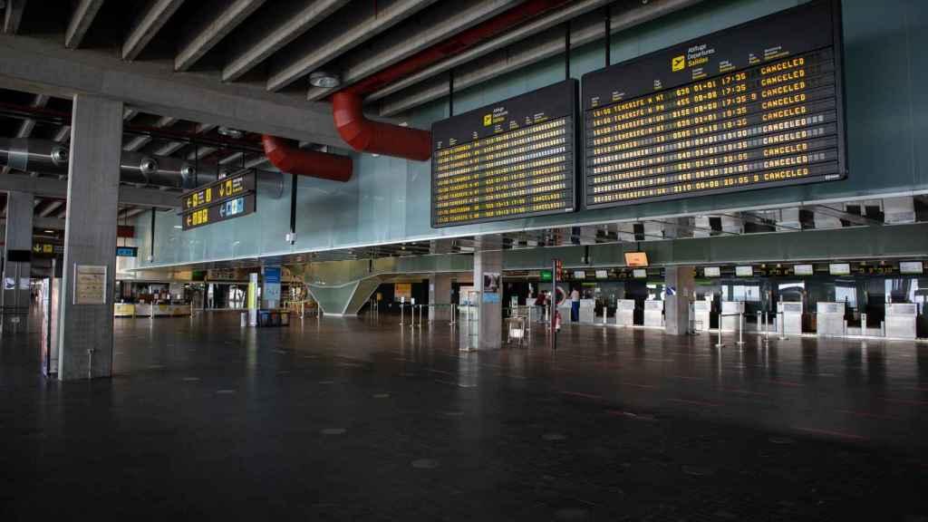 Aeropuerto de La Palma este domingo, con todos los vuelos cancelados.