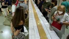 Alicante Gastronómica bate el récord con los 56 metros de la pastilla de turrón de Jijona más grande del mundo.