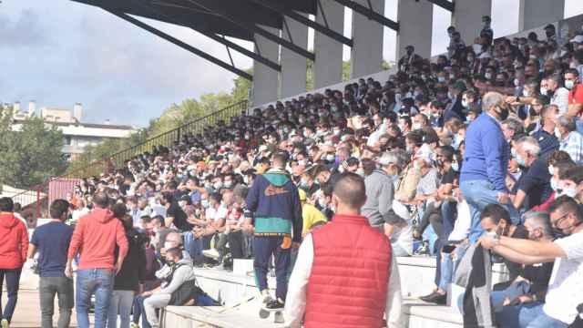 El público llenaba nuevamente las gradas del campo de fútbol Reina Sofía