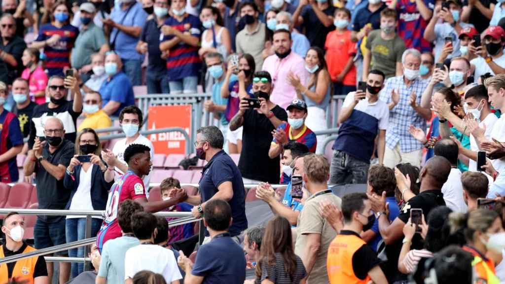 La celebración de Ansu Fati en la grada del Camp Nou