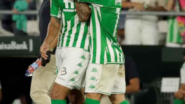 Willian José celebra su gol con el Betis