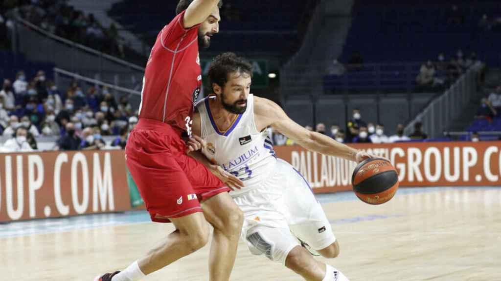 Sergio Llull atacando el aro