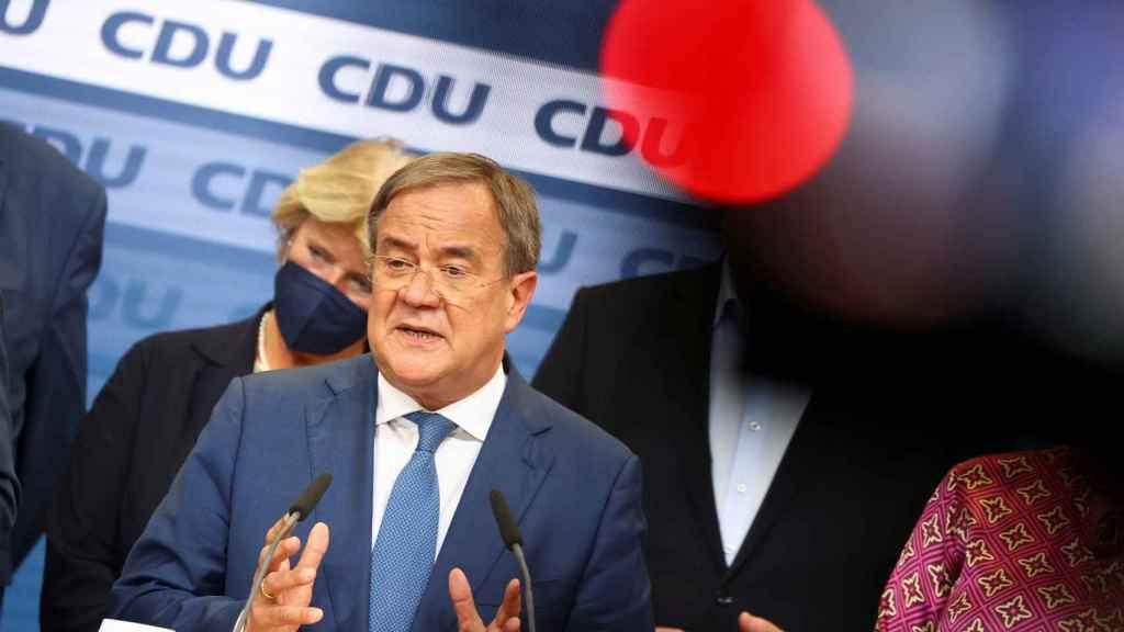 El candidato de la CDU, Armin Laschet, durante el recuento en Alemania.