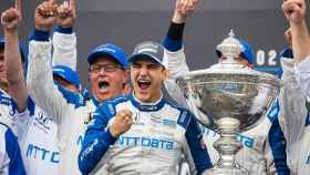 Álex Palou celebrando el título de la IndyCar