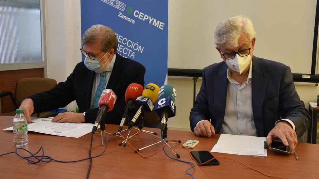 El presidente de Ceoecyl, Santiago Aparicio y el presidente de Ceoe-Cepyme Zamora, José María Esbec